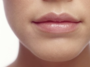 girl-with-lip-balm